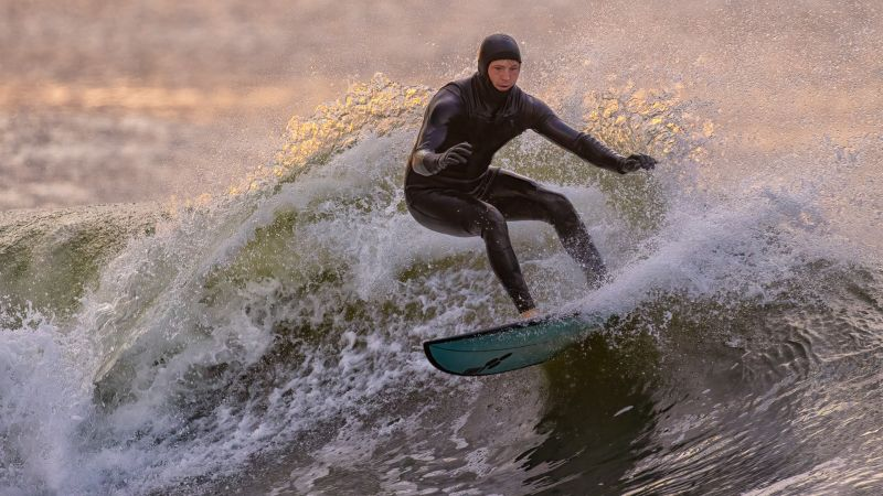 Surfing And Turning, Fan  Jin , Usa
