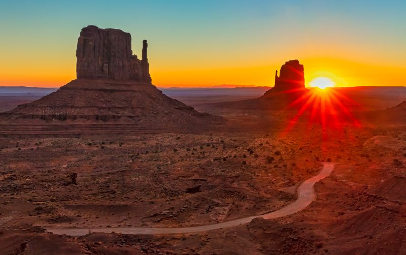 MONUMENT VALLEY AT DAWN, Mak  Katie , Canada